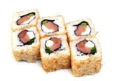 Uromaki Суши в nori Японская еда на красивом блюде еда диетпитания стоковое изображение rf