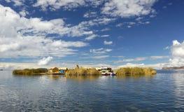 Uros浮动海岛 的喀喀湖,普诺,秘鲁 免版税库存照片