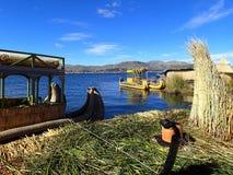 Uros ö på Titicaca sjön - Peru arkivbilder