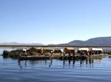 Uros drijvende eilanden op Meer Titicaca Stock Afbeeldingen