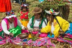 Uros People som svävar ön, Peru Arkivfoton