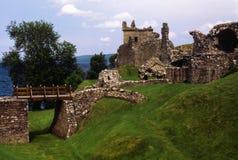 Urquhart-Schloss auf den Banken von Loch Ness Lizenzfreie Stockfotos