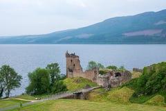 Urquhart slott på Loch Ness sjön, Skottland, UK royaltyfria bilder