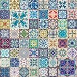 Ursnygg blom- patchworkdesign Färgrika marockanska eller medelhavs- fyrkanttegelplattor, stam- prydnader För tapettryck Royaltyfri Fotografi