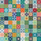 Ursnygg blom- patchworkdesign Marockanska eller medelhavs- fyrkanttegelplattor, stam- prydnader För tapettryck modellpåfyllningar Royaltyfri Foto