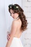 Ursnygg brud med blommor bröllop Arkivfoton