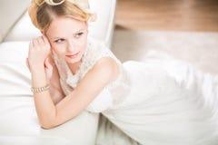 Ursnygg brud på hennes bröllopdag Royaltyfri Foto