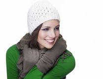 Ursnygg flicka som ler på vit bakgrund Arkivbild