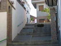 Ursnygg gammal by av Torrox, Spanien Arkivfoto