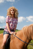 ursnygg horserider royaltyfri foto