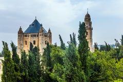 Ursnygg kristen tempel och muslimsk moské arkivbilder