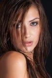 Ursnygg kvinna med vått hår Fotografering för Bildbyråer