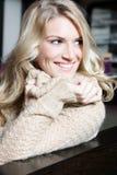Ursnygg lång haired blond skönhet Arkivfoton