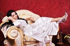 ursnygg lyxig kvinna för lägenhet royaltyfria bilder