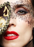 ursnygg maskeringskvinna Arkivfoto