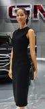 Ursnygg modell Brandi på Detroit den auto showen Arkivfoton
