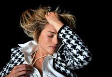 ursnygg modell för blond modekvinnlig Arkivbild