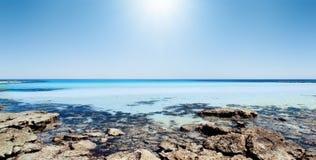 ursnygg panorama för strand arkivbild