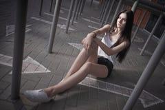 Ursnygg photoshoot för ung kvinna Arkivfoto