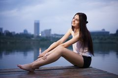 Ursnygg photoshoot för ung kvinna Arkivbild