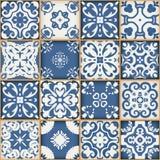 Ursnygg sömlös patchworkmodell från mörker - vita marockanska tegelplattor för blått och, prydnader Kan användas för tapet Royaltyfri Fotografi