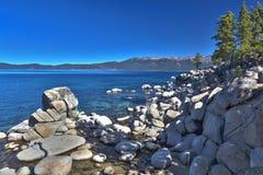 Ursnygg Shoreline av Lake Tahoe Royaltyfri Foto