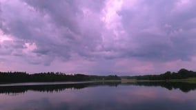 Ursnygg sikt av solnedgången på lugna sommarafton stock video