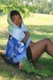 ursnygg ståendekvinna för afrikansk amerikan Arkivbilder