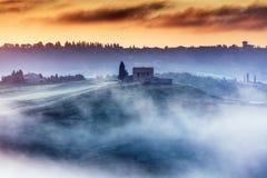 Ursnygg Tuscany landcape på soluppgång Royaltyfria Bilder