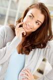 Ursnygg ung kvinna som är tänkande av framtiden Royaltyfri Bild