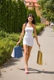 Ursnygg ung shoppare. arkivfoto