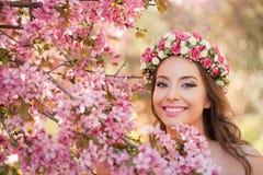 Ursnygg vårmakeupkvinna Royaltyfria Foton