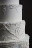 Ursnygg vit bröllopstårta Fotografering för Bildbyråer