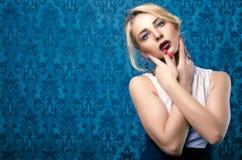 Ursnygga bild för smink för flicka yrkesmässiga tonad blått fotografering för bildbyråer