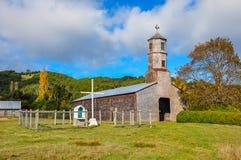 Ursnygga kulöra och träkyrkor, Chiloé ö, Chile arkivbild