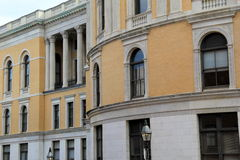 Ursnygga linjer av färgrik arkitektur Royaltyfri Bild