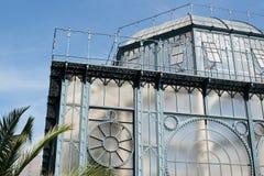 Ursnyggt gammalt växthus Arkivfoto