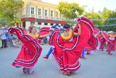 Ursnyggt mexicanskt dansa för kvinnor Fotografering för Bildbyråer