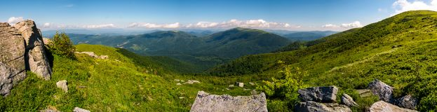 Ursnyggt panorama- landskap på det Runa berget royaltyfri foto