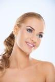 Ursnyggt posera för ung kvinna som är topless Arkivfoton
