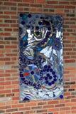 Ursnyggt stycke av konst med färgrikt exponeringsglas i abstrakt design, amerikansk visionär Art Museum, Baltimore, 2017 arkivbilder