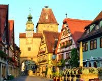 Ursnyggt torn och byggnader i Tyskland arkivbild