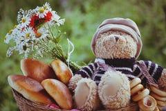 Urso com pastelarias Fotos de Stock