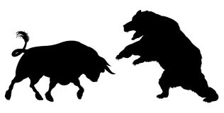 Urso contra a silhueta de Bull Fotos de Stock Royalty Free