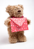 Urso da peluche com letra. Dia do Valentim Fotografia de Stock