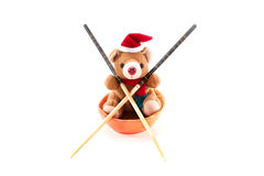 Urso da peluche do Natal com chopsticks. Imagem de Stock