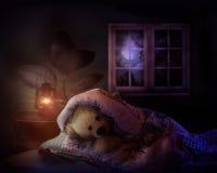 Urso da peluche na cama Imagens de Stock