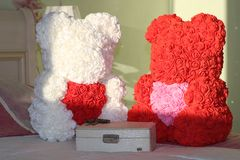 Urso das rosas com coração imagem de stock royalty free