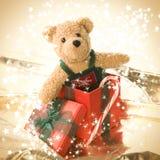Urso de peluche bonito na caixa de presente Imagens de Stock Royalty Free