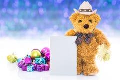 Urso de peluche com ano novo dos presentes e dos ornamento Fotos de Stock Royalty Free